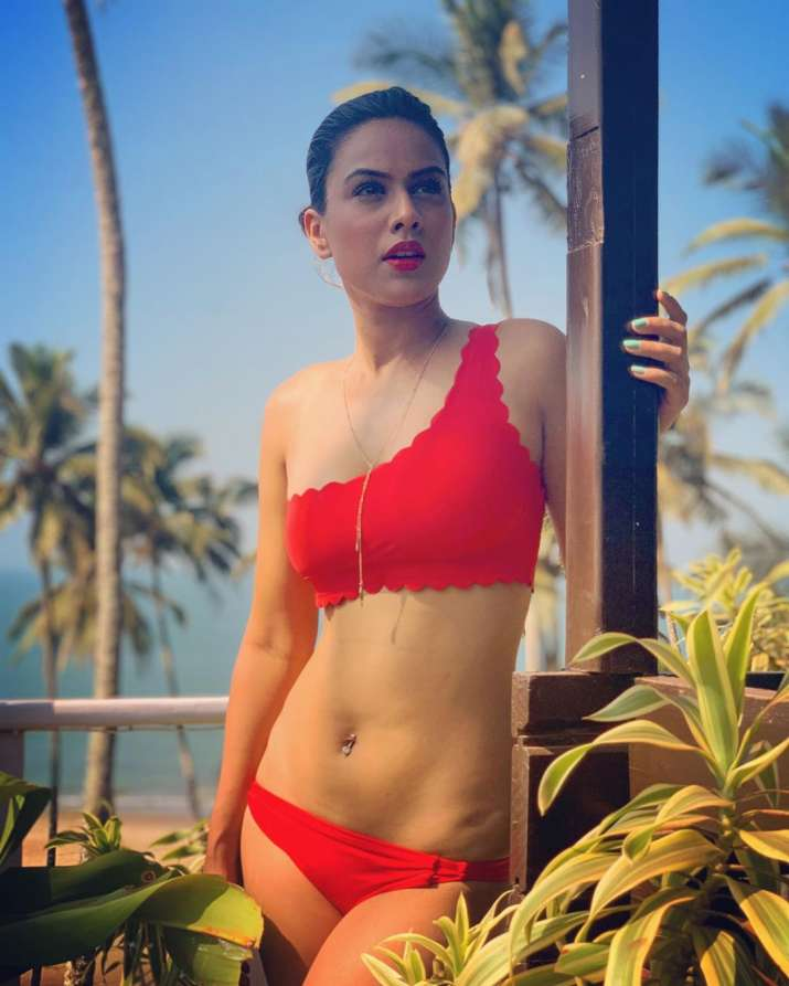 Naagin 4 Actress Nia Sharma Raises Heat In Red Swimsuit Her Vacation Photos Break The Internet Tv News India Tv