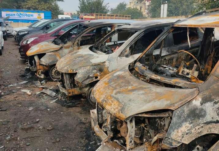 delhi fire, delhi fire incident, cars burnt in Delhi, delhi fire service,