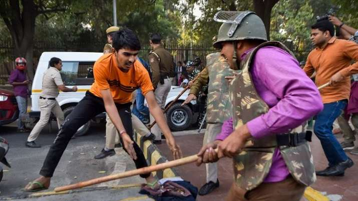 Par panel questions Delhi police chief over use of force against protesting students