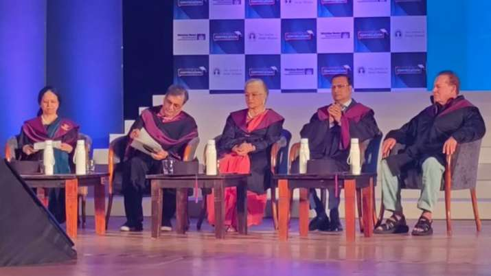 Salim Khan, Asha Parekha, Rajat Sharma grace Whistling Woods 12th convocation event