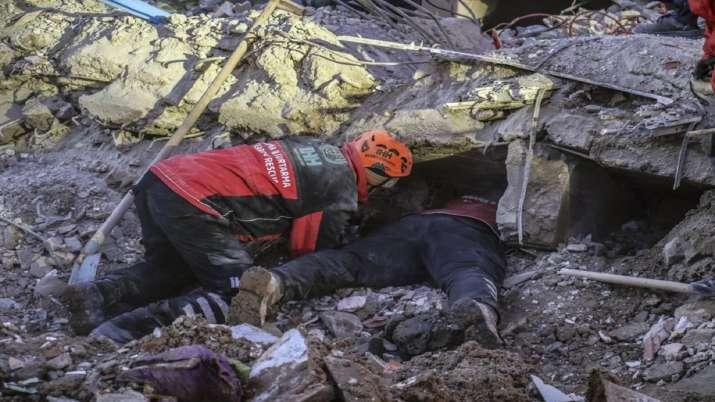 Turkish teams hunt for quake survivors as death toll hits 35