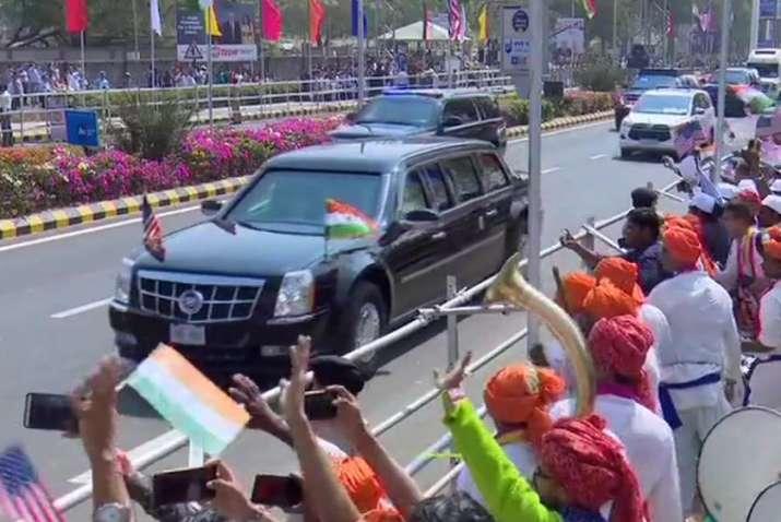 India Tv - US President Donald Trump's cavalcade enroute Sabarmati Ashram from the airport.