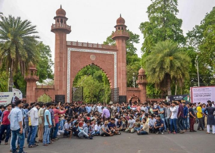 AMU proctor quits, 21 students booked for burning effigies