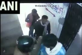 Four people rob over Rs 8 lakh from bank in Muzaffarpur | Watch video