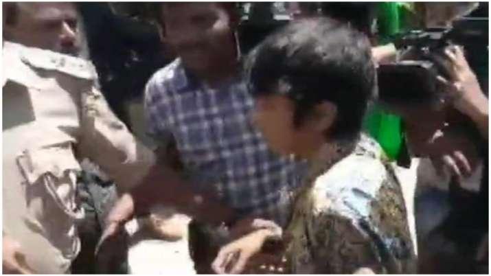 """Woman detained in Bengaluru for holding ''Kashmir Mukti,..., Muslim Mukti.."""" placard"""