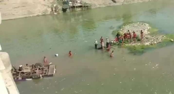 24 dead as bus falls off bridge in Rajasthan's Boondi