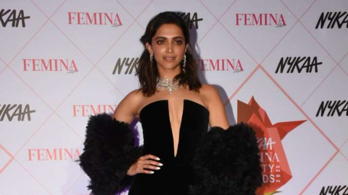 Deepika Padukone dedicates 'Performer of the Year' award to Laxmi Agarwal