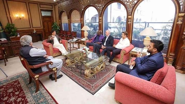 Imran Khan meets Sir Vivian Richards, Greg Chappell and