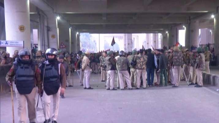 Security, Jaffrabad Metro Station, Delhi, women, anti-CAA protests