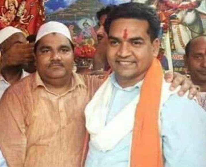 A photo showing BJP leader Kapil Mishra and former AAP
