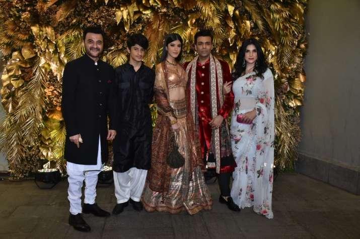 India Tv - Karan Johar along with Sanjay Kapoor, Maheen kapoor and daughter Shanaya