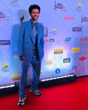 India Tv - Kartik Aaryan is here to give style goals