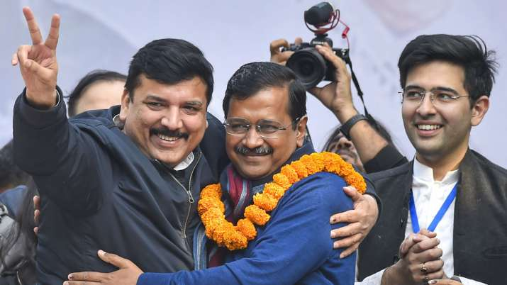 BREAKING: Kejriwal stakes claim to form govt in Delhi