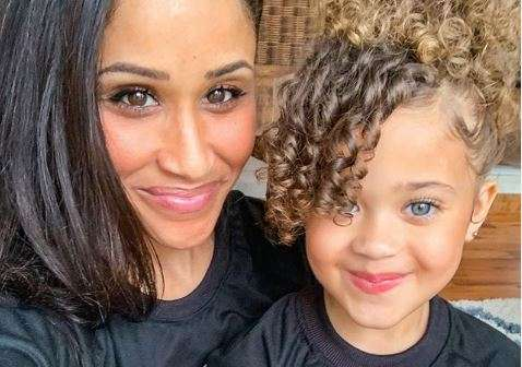 Akeisha shared a picture of herself with her daughter a few