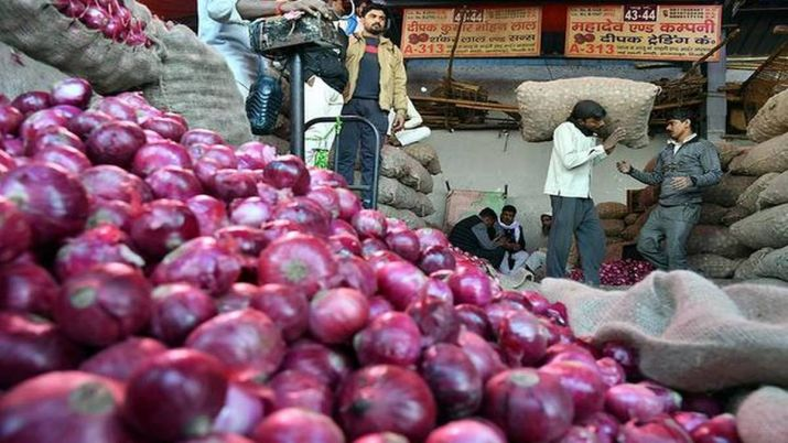 Govt decides to lift ban on onion exports