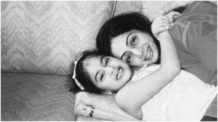 Janhvi Kapoor remembers mother Sridevi on her death anniversary