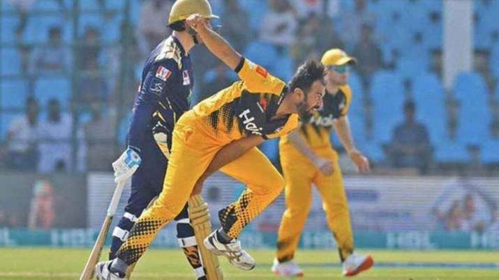 Fast bowler Wahab Riaz in action in PSL