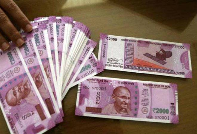 Rs 2,000 currency notes circulation restricted by a public sector bank, say  reports | Business News – India TV