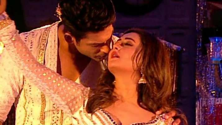 Sidharth Shukla, Rashami Desai's sizzling performance leaves fans sweating