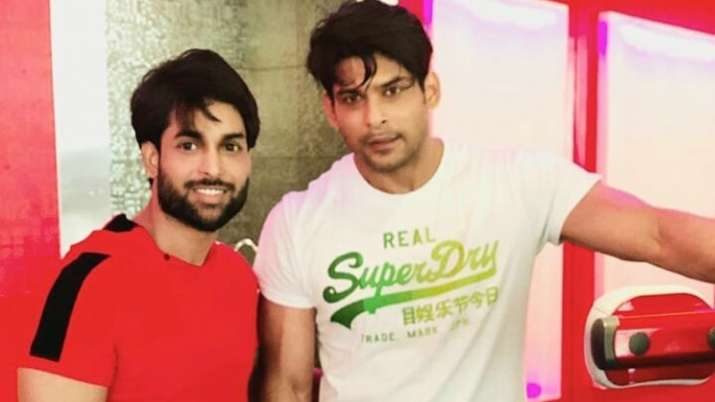 Bigg Boss 13 winner Sidharth Shukla sweats it out in the gym, video goes viral