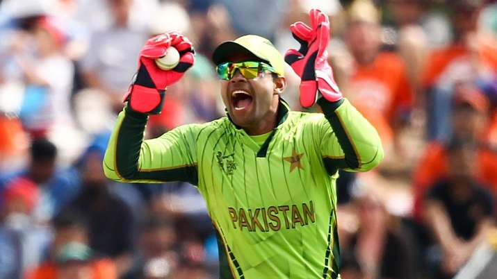 Umar Akmal escapes PCB ban for losing cool during fitness test