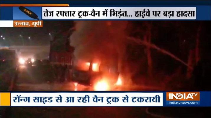 UP: Three burnt alive in van-truck collision at Unnao-Hardoi highway