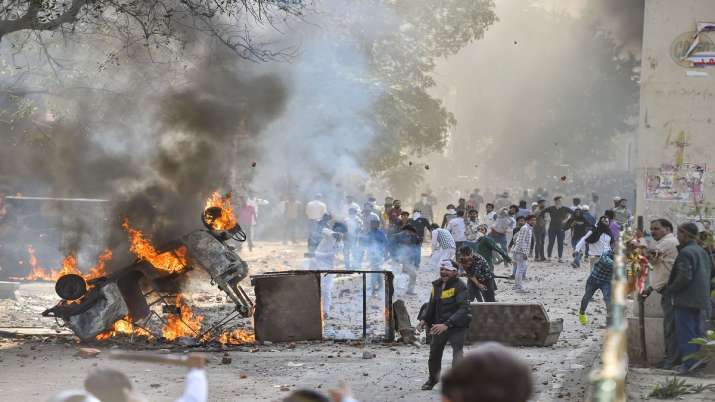 India Tv - Vehicles set ablaze as protestors throw brick-bats during clashes between a group of anti-CAA protestors and supporters of the new citizenship act, at Jafrabad in north-east Delhi