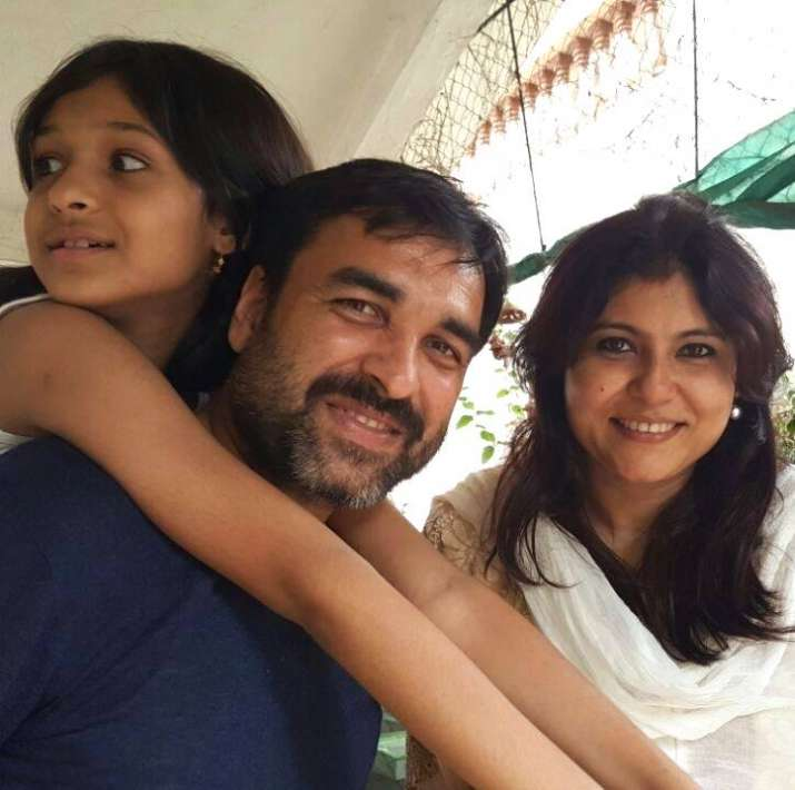 India Tv - Pankaj Tripathi cooks for daughter Aashi, takes her out for cycling during self-quarantine
