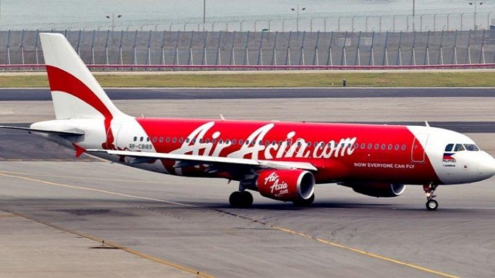 Suspected COVID-19 passengers onboard, AirAsia India pilot chooses to come out of cockpit window