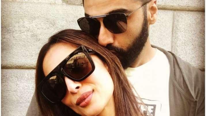 Arjun Kapoor trolls girlfriend Malaika Arora for posing while sleeping, she gives apt reply