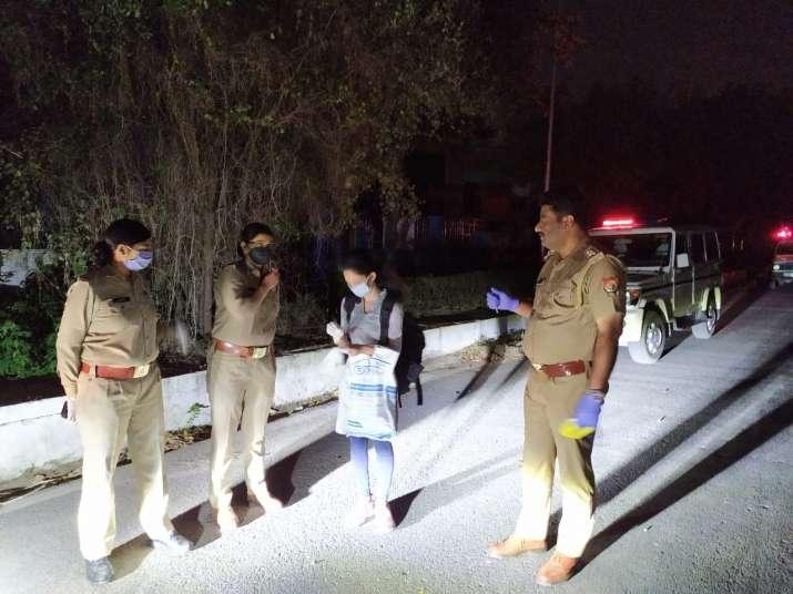 Noida police plays good samaritan, helps girl stuck in lockdown reach her Gurugram home
