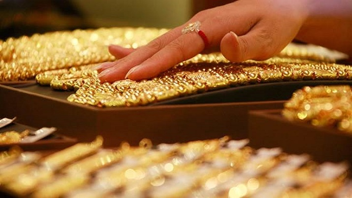 Gold marginally up by Rs 22 at Rs 45,063 per 10 gm