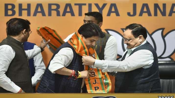 Former Congress leader Jyotiraditya Scindia (C) being felicitated by BJP National President JP Nadd