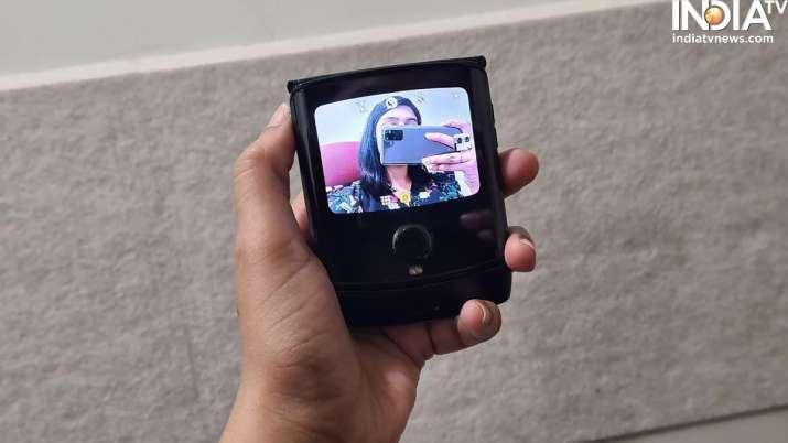 India Tv - samsung, samsung galaxy z flip, samsung galaxy z flip design, samsung galaxy z flip display, samsu