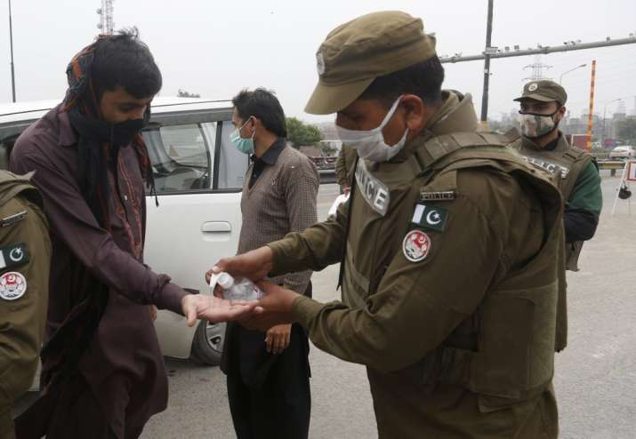 Pakistan coronavirus positive cases reach 1000; death toll at 7