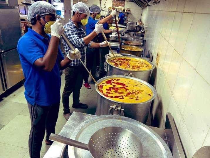 India Tv - Cloud kitchen in Gurugram serves food to over 1,000 poor people amid coronavirus lockdown