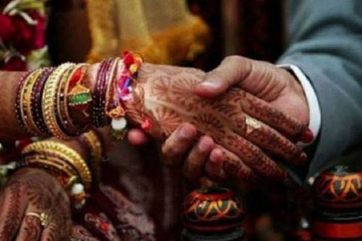 Coronavirus pandemic: Wearing masks, couple ties knot at private ceremony (Representational image)