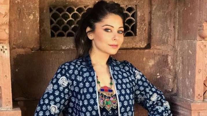 Kanika Kapoor issues clarification on controversy over ...