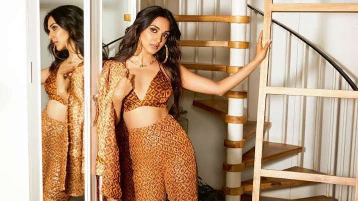 'Kabir Singh ki bandi' Kiara Advani shows the best way to get dressed for a call amid lockdown