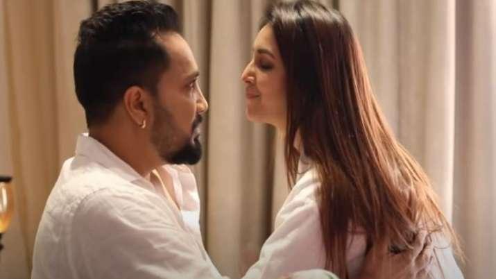Mika Singh, Chahatt Khanna's romantic song Quarantine Love will make you miss your partner