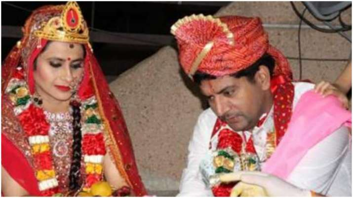 Bigg Boss fame Ashutosh Kaushik gets married to fiance Arpita amid lockdown, see pics and video