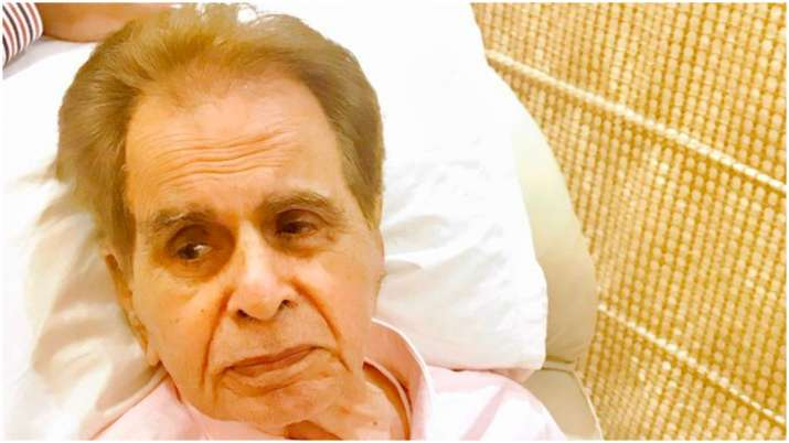 Dilip Kumar recites poem urging fans to stay home and fight coronavirus thumbnail