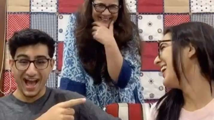 Sara Ali Khan, Ibrahim and mother Amrita play 'Who is most likely'
