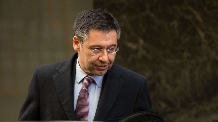 FC Barcelona President Josep Maria Bartomeu stands with players in salary pay cut issue