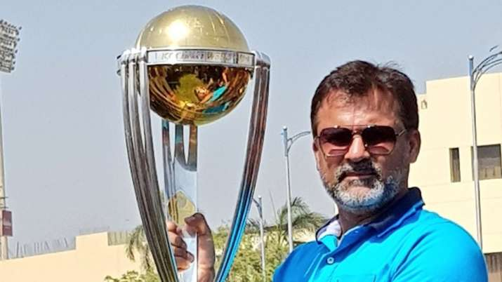 Current players don't compare themselves with their heroes: Moin Khan