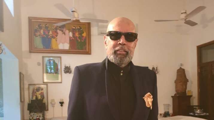 Kapil Dev shaves head amid lockdown, fans compare him to 'Bond villain'