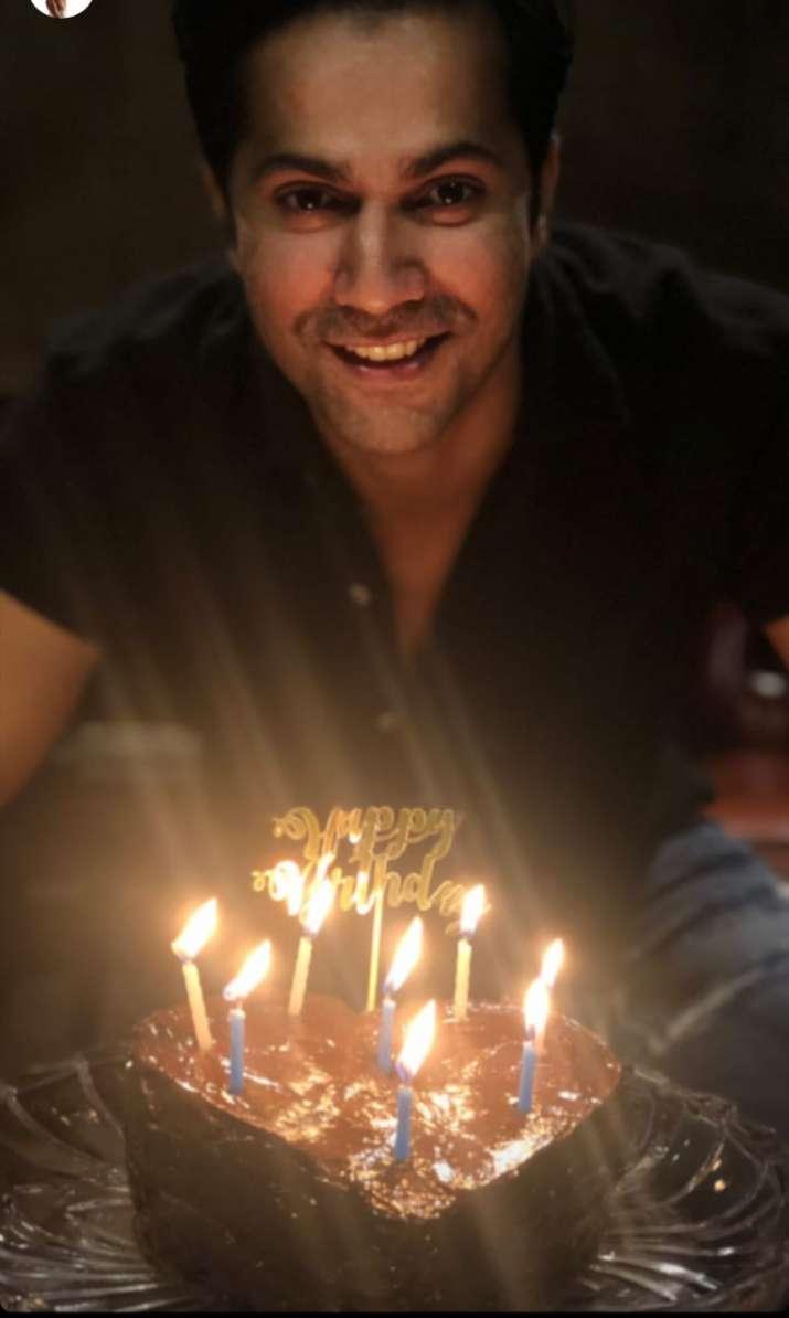 India Tv - Varun Dhawan celebrates 33rd birthday with homemade chocolate cake. Check inside photos
