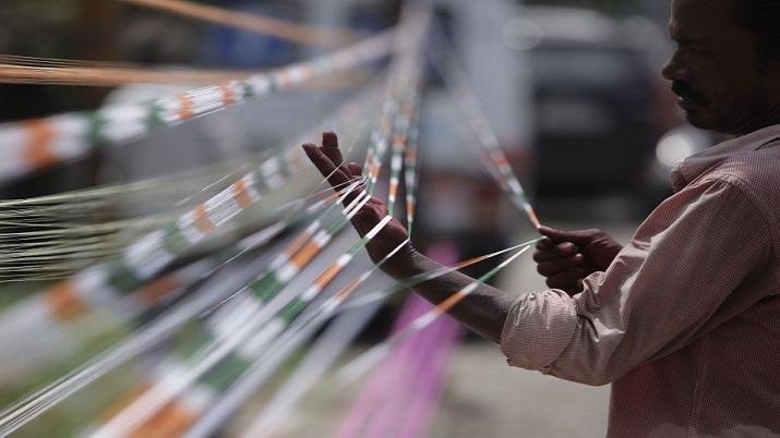 Kolkata: Biker dies after kite string slits his throat
