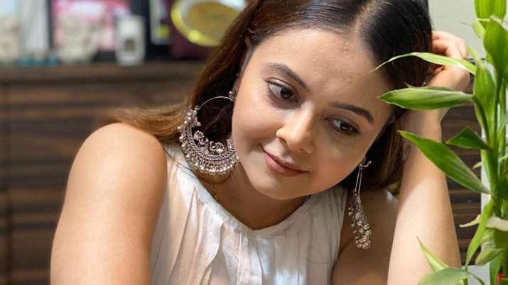 Bigg Boss 13 contestant Devoleena Bhattacharjee home quarantined after COVID-19 patient found in soc