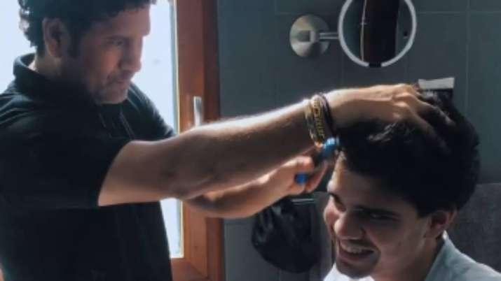 Sachin Tendulkar gives son Arjun a haircut